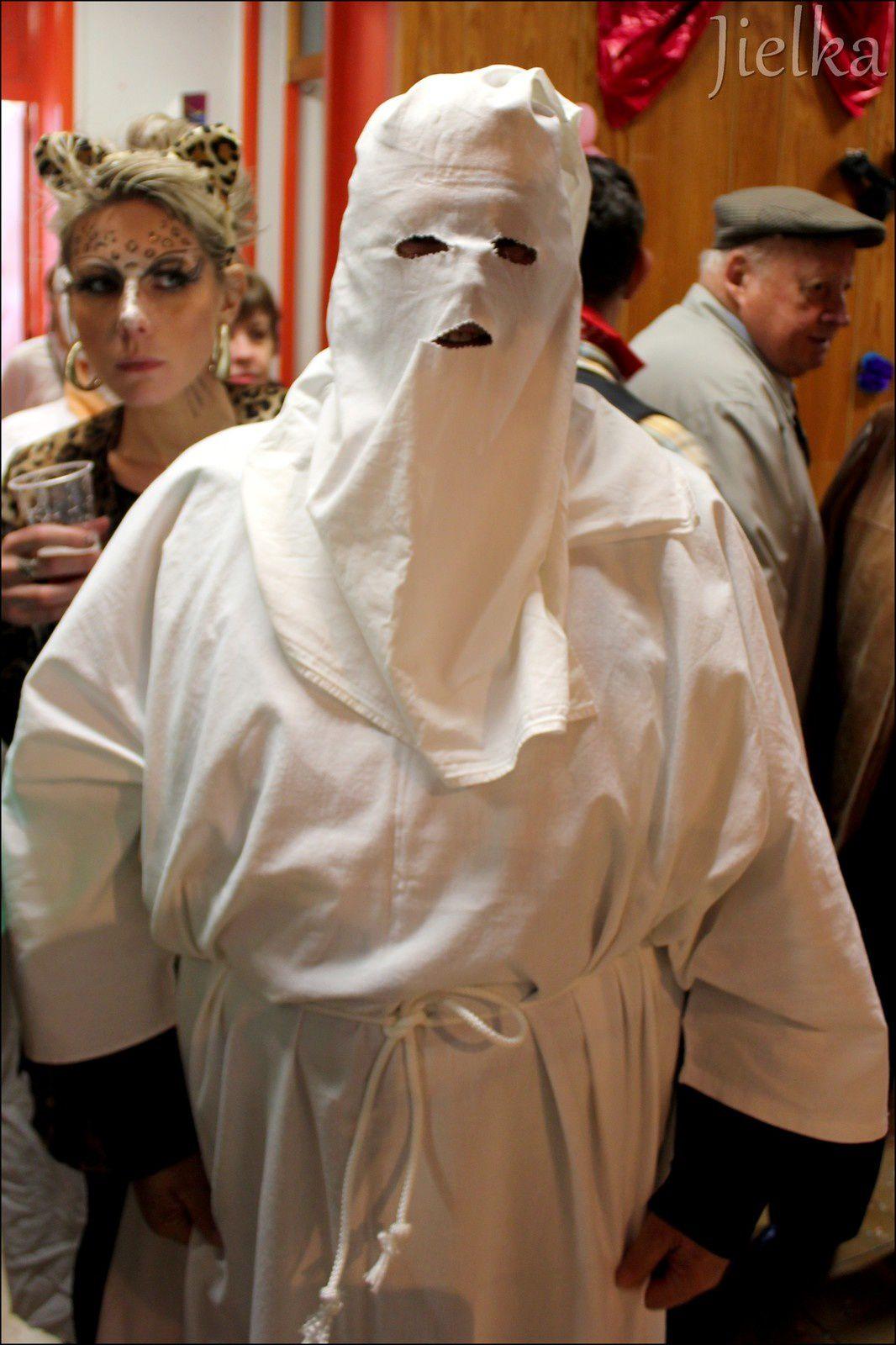 """A Maureillas aussi, le costume blanc pour le """"tio-tio"""", est incontournable."""