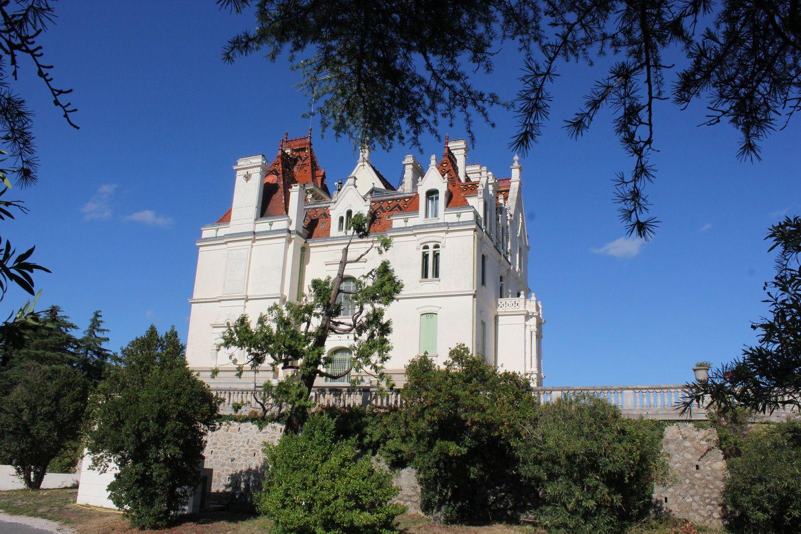 la construction du château de Valmy a duré 12 ans de 1888 à 1900, l'architecte Viggo Dorph Petersen construisait en même temp les châteaux de Céret et du parc Ducup à Perpignan.