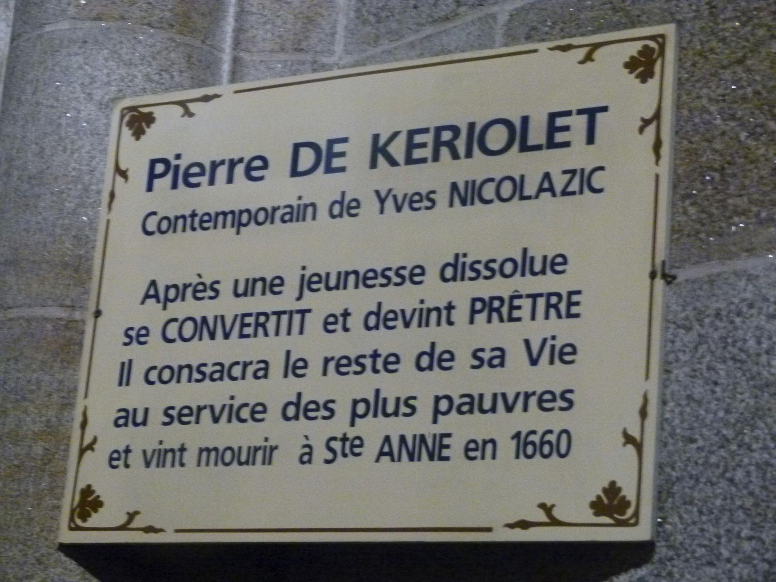 """A l'intérieur de la Basilique, faisant face au tombeau de l'un des """"Voyants""""  : Yvon NICOLAZIC"""