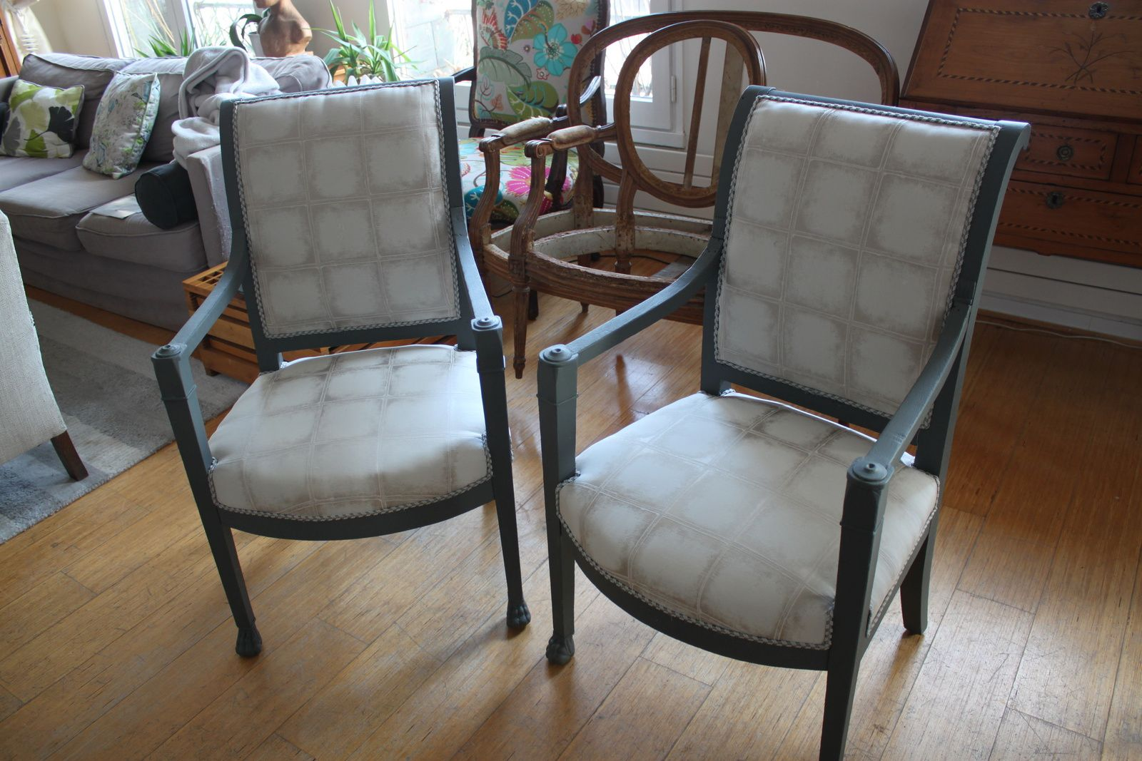 Paire de fauteuils Directoire.