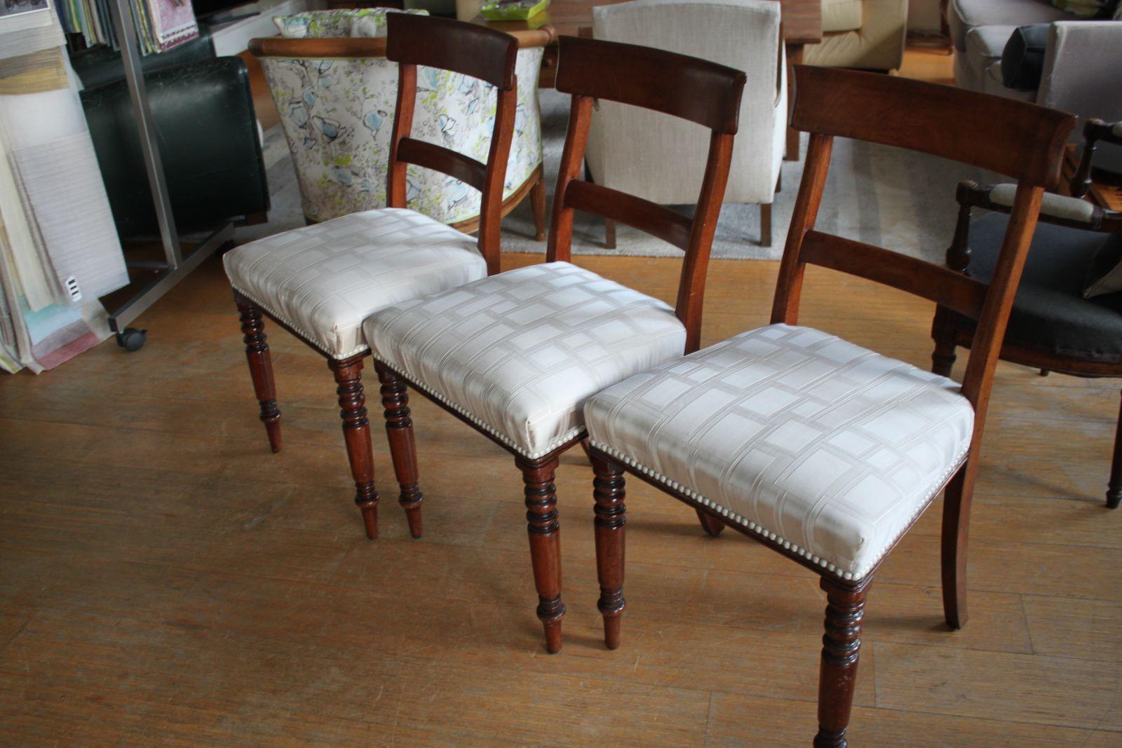 Six chaises satinées