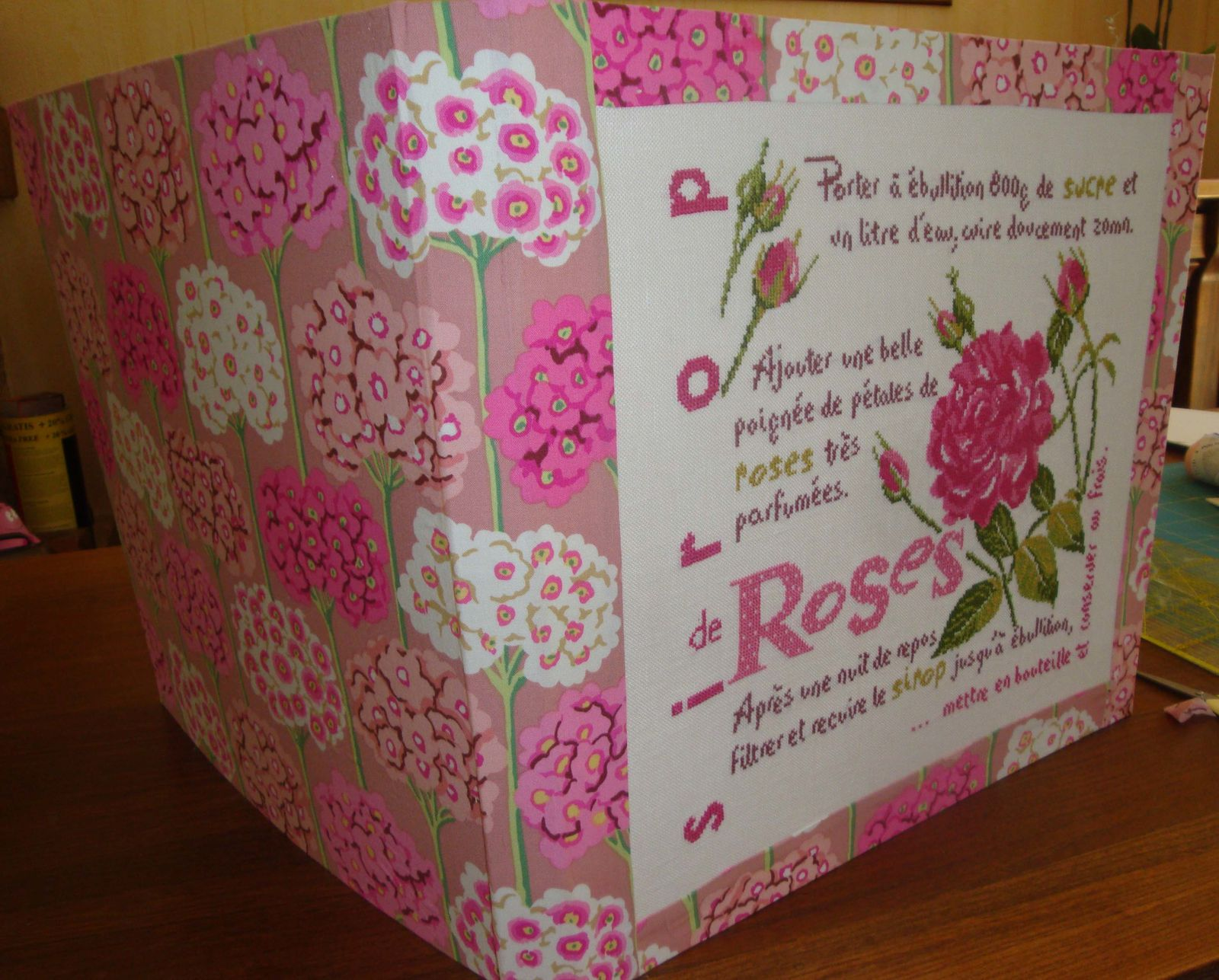 Finition cartonnage rose