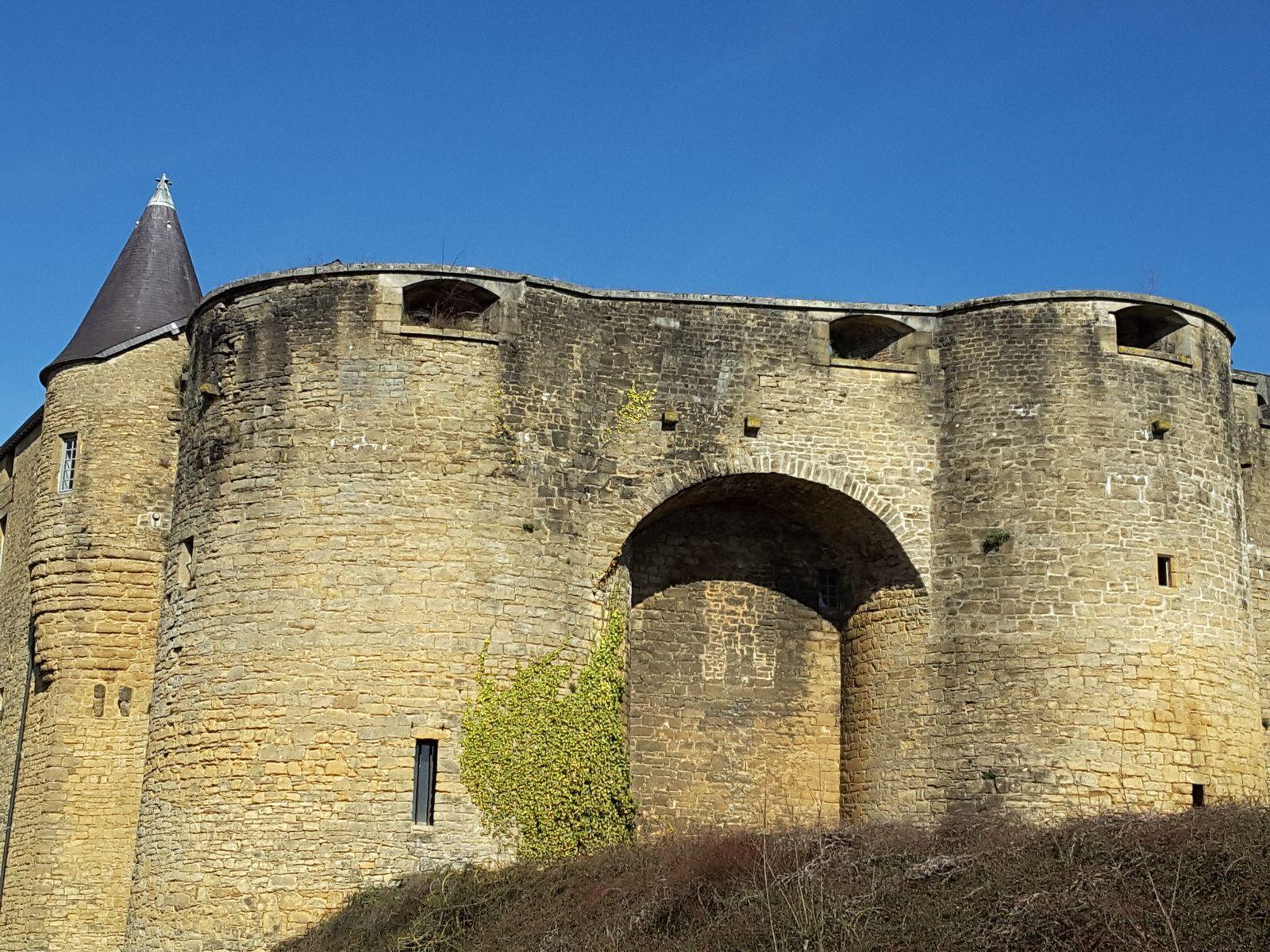 Sedan, le château et vue sur la ville