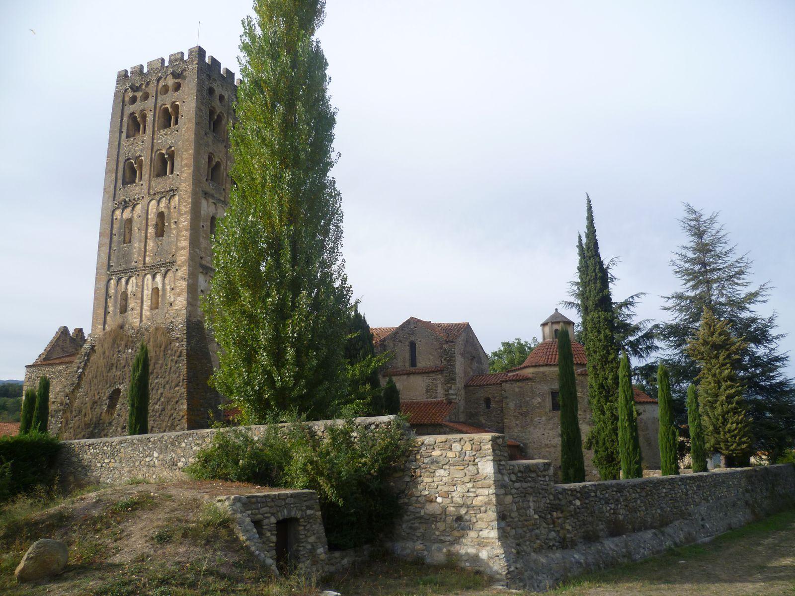 passage près de l'abbaye de St-Michel de Cuxa...
