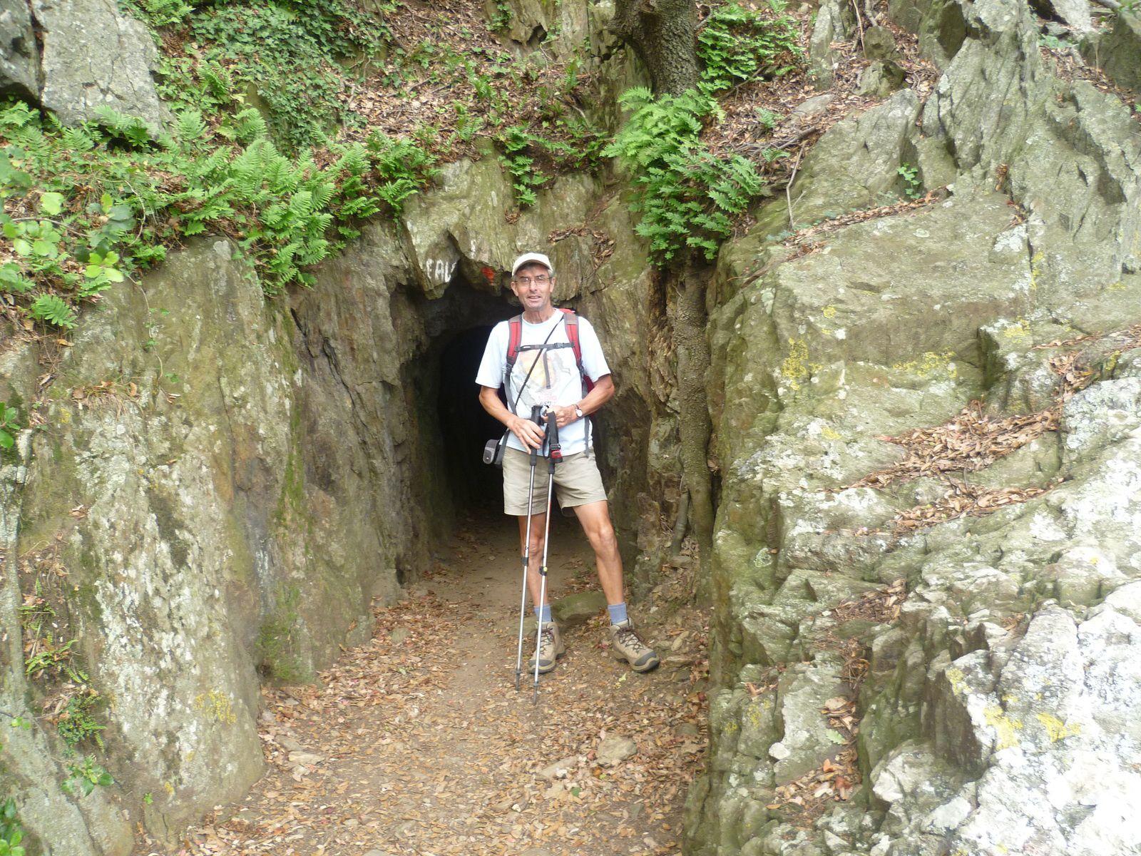a l'entrée du tunnel.....mieux faut avoir sa lampe de poche.....lol