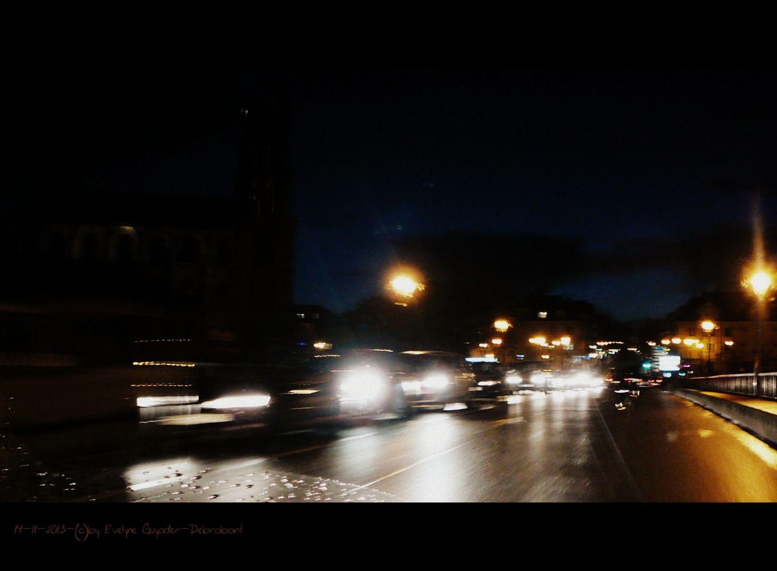 Route de nuit... après la pluie..