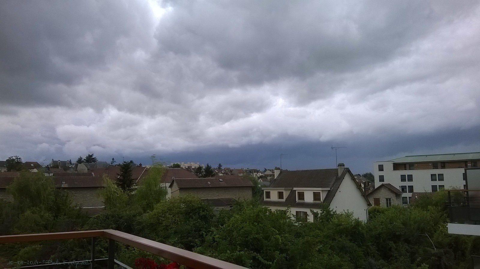 Il pleuvait fort... sur mon balcon...