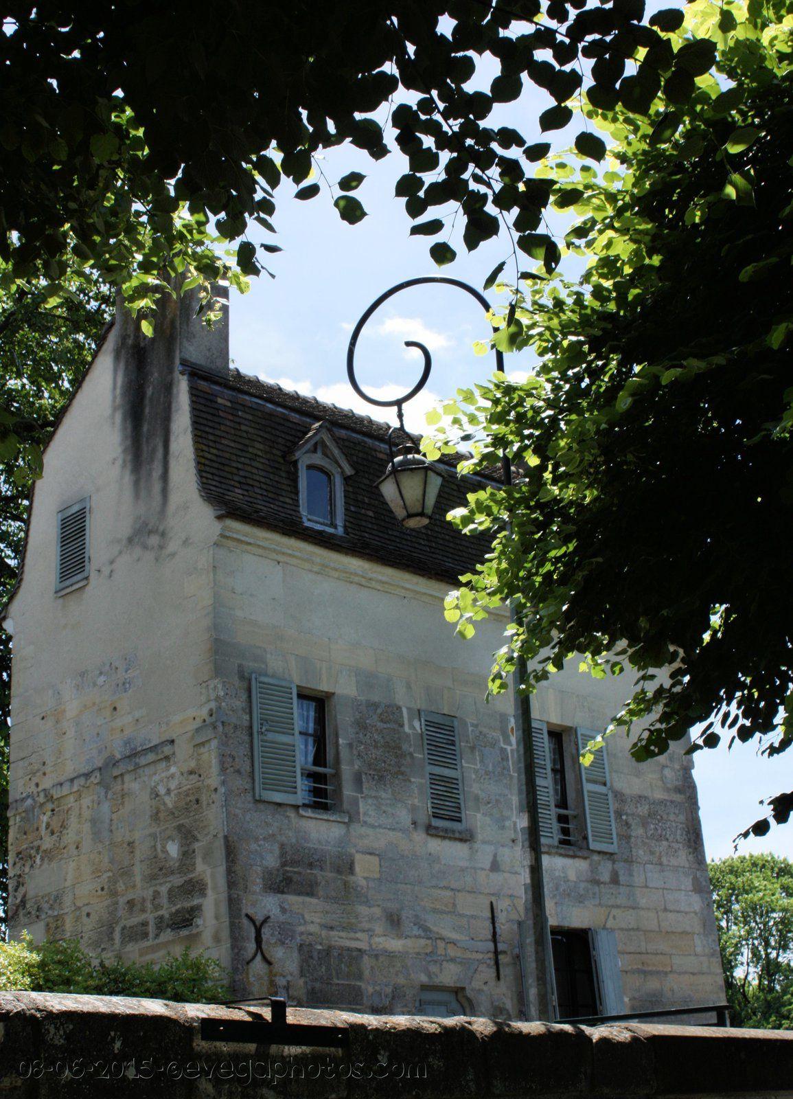 Le Vieux Pont et la Maison du Passeur...