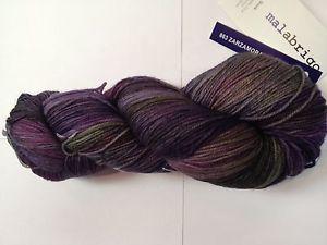 Un écheveau de Malabrigo socks coloris zarzamora (402 m aux 100 g) - c'est beau, hein?