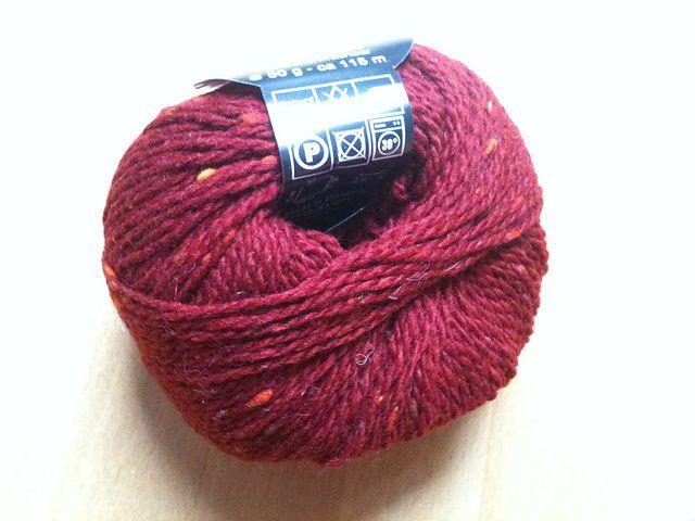 Il me manquait un gilet rouge bordé d'orange en laine tweed