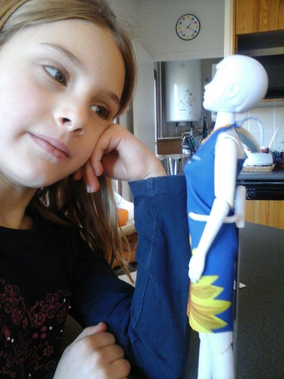 Adèle a cousu sa première robe!