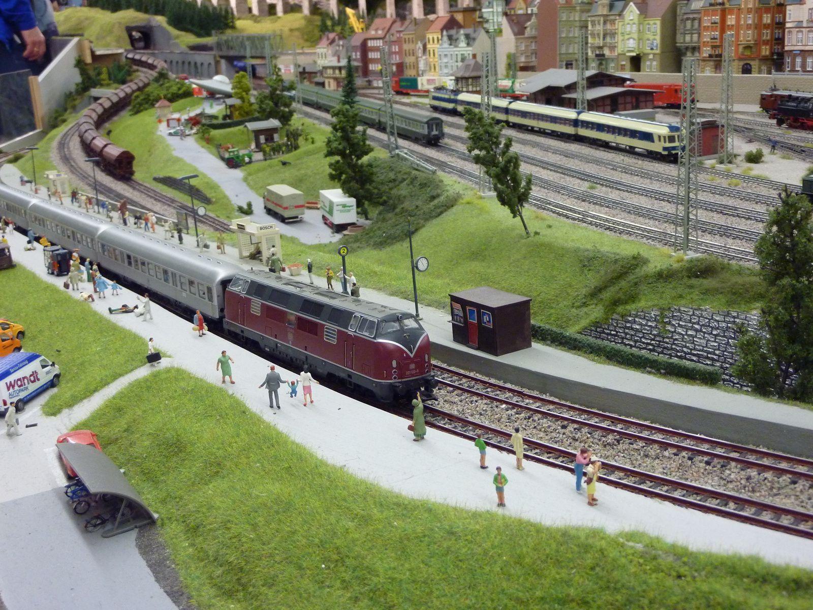 Arrêt d'un train à Alfingen.