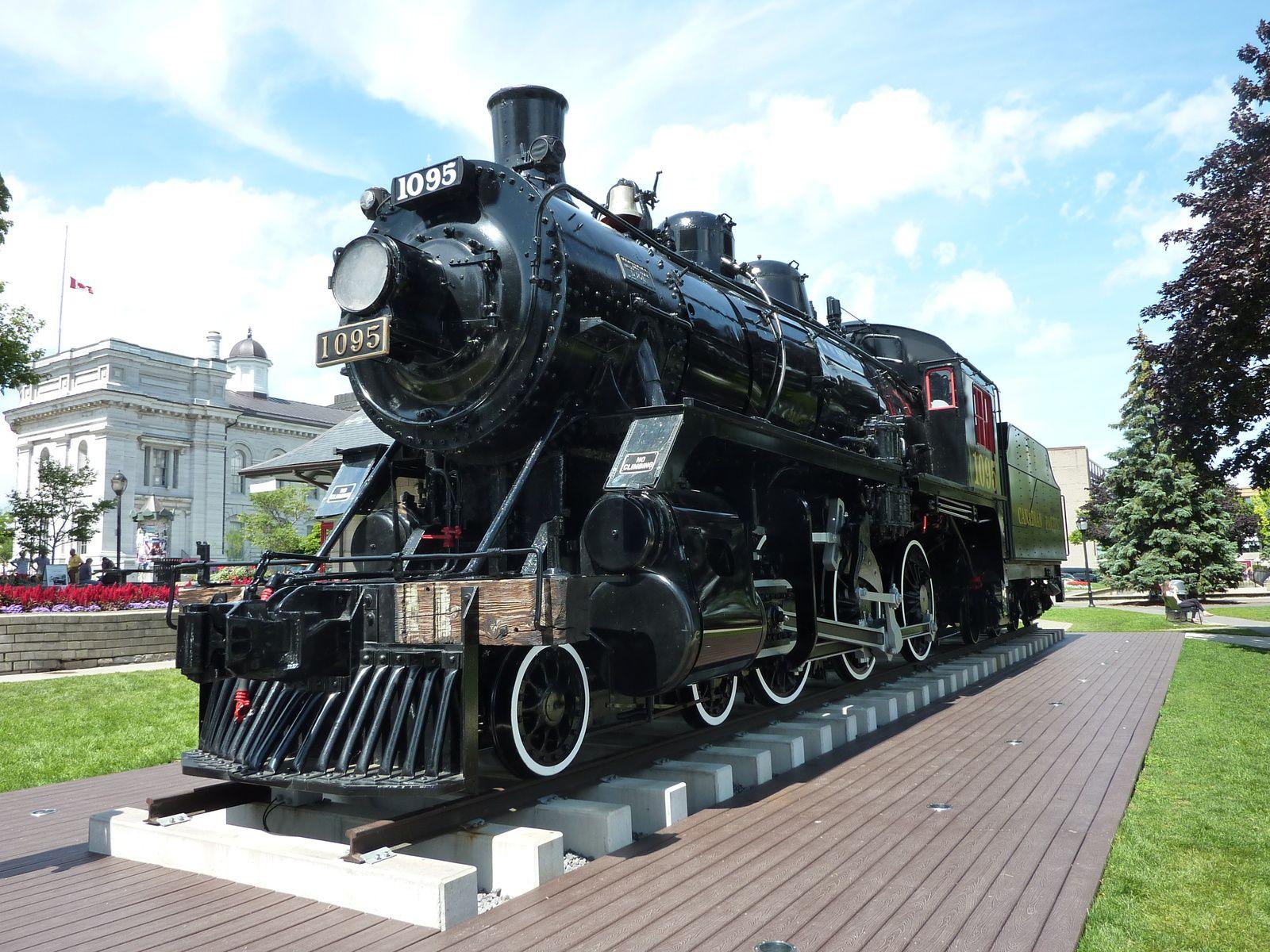 Monument d'une loco vapeur de la Canadian Pacific 1095 à Kingston (Ontario).