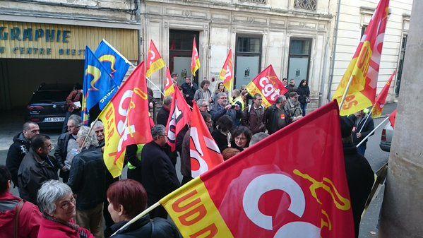 Rassemblement à Niort en soutien aux salariés d'Air France