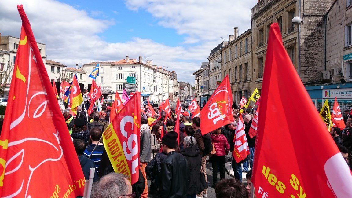 Niort, toujours du monde pour le retrait de la Loi travail le 28 avril