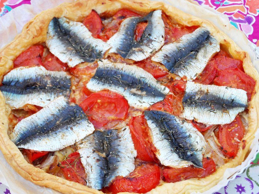 Tarte feuilletée aux tomates et aux sardines