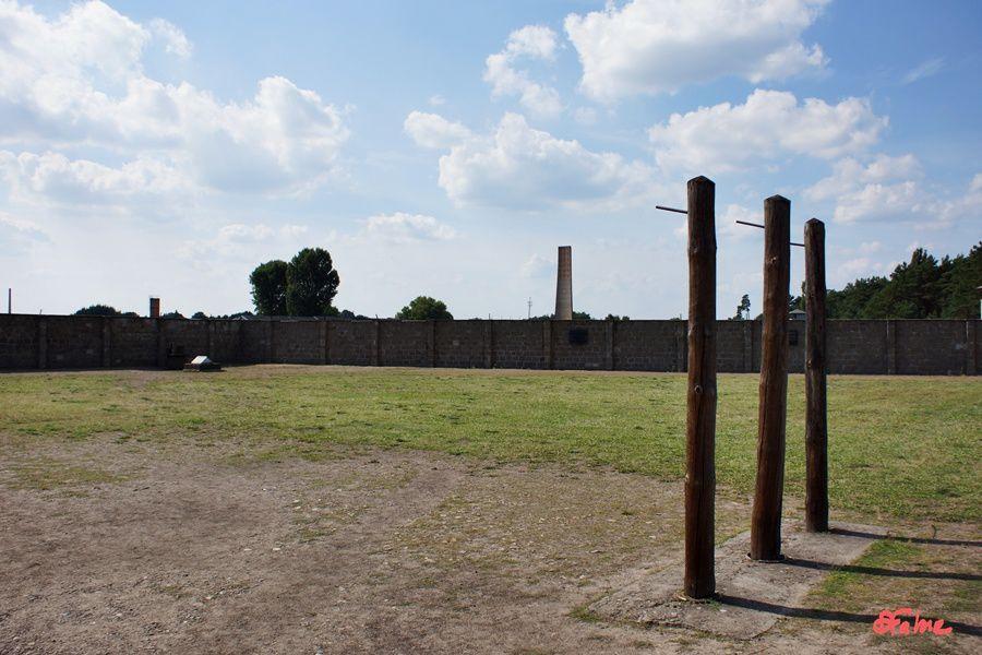 Près de Berlin, Sachsenhausen, lieu de mémoire