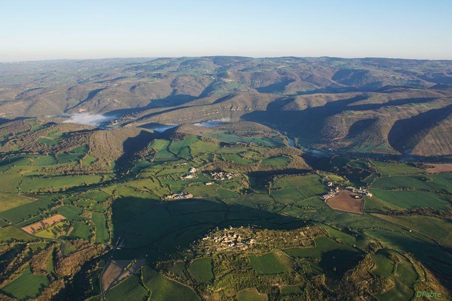 Vol en ULM sur la vallée du Tarn et le viaduc de Millau
