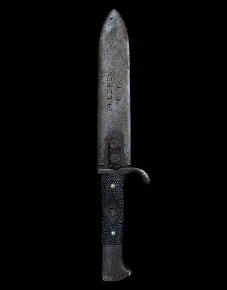 Le poignard du lieutenant Le Pen au musée. Un détail pour vous ? Pour moi  ça veut dire beaucoup !