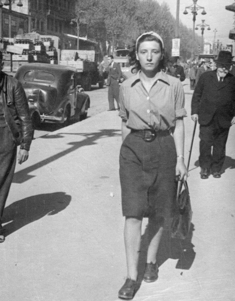 Mélanie Berger sur la Canebière (Marseille) en avril 1946 ( © Collection Mélanie Volle-Berger Droits réservés)
