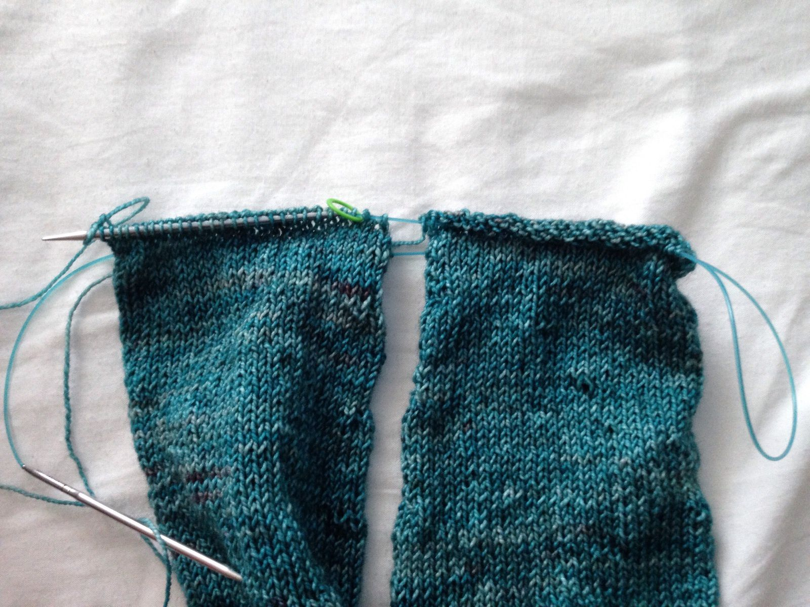 Tuto : tricoter 2 manches ensemble version nomade