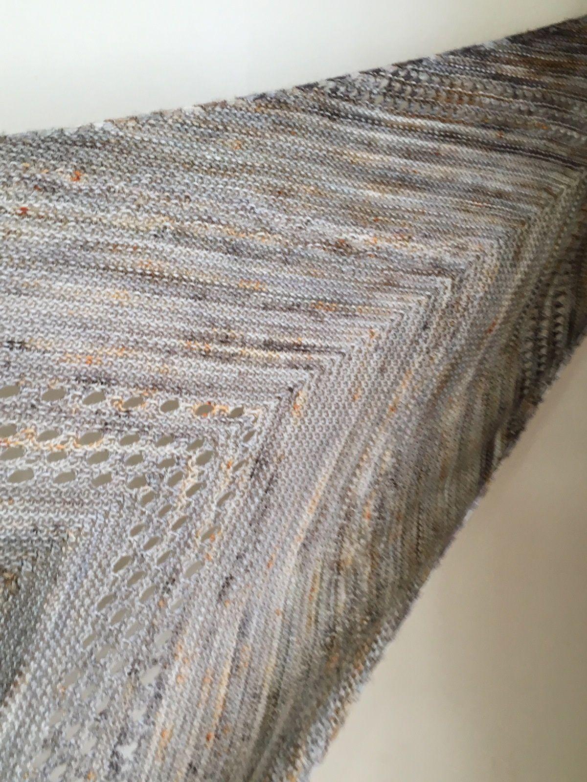 Les laines sont de la Lilou Blue fingering 55% Bleuface Leicester et 45%  soie, une base que j adore, mousseuse et prenant bien les couleurs, dans le  coloris ... 0d016a5c3d1