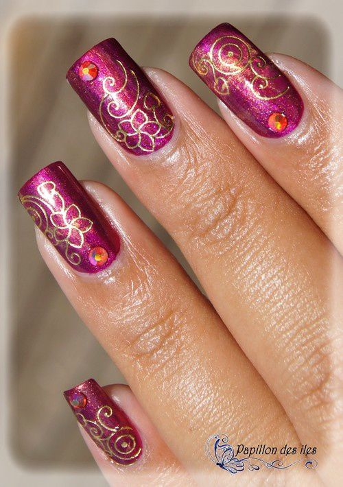 ESSIE : The Lace Is On