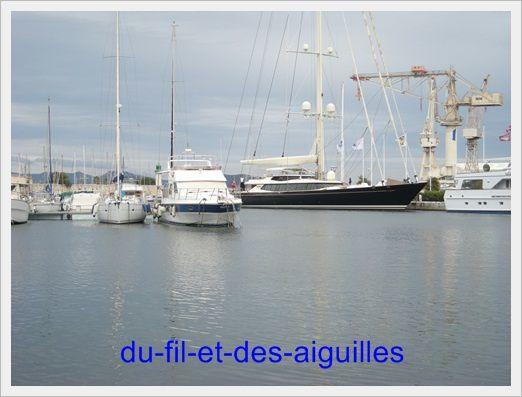 Le port, avec ses yatchs!!!