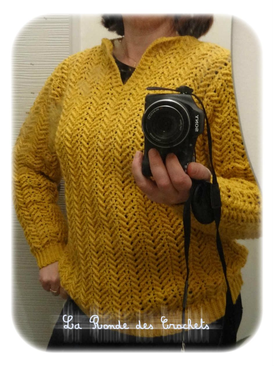 Pull moutarde au crochet