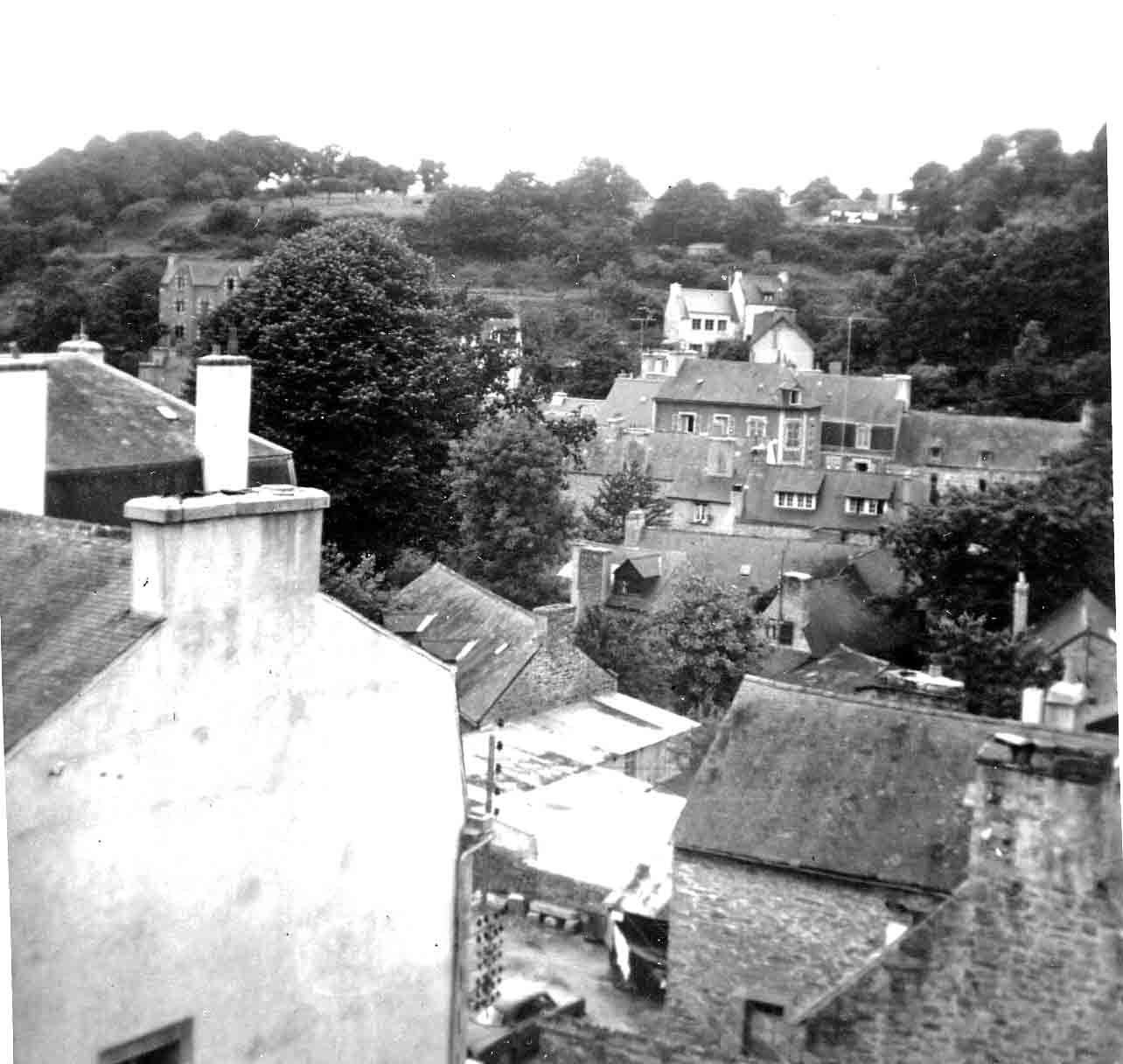 Des oiseaux de mauvaises augures planeraient-ils sur les toits de l'ancienne ville ?