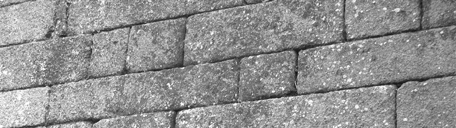 """Rustéfan : Ce n'est pas la muraille de Chine, mais du granit breton bien taillé : """"bien de chez nous"""""""