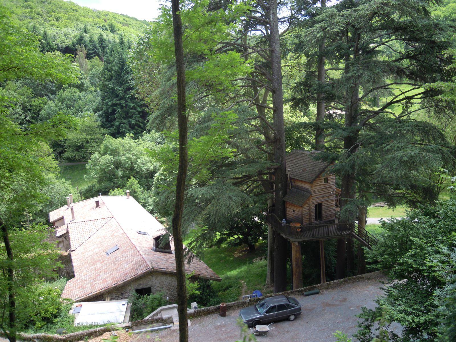 Après Foulix un gîte avec maison dans les arbres