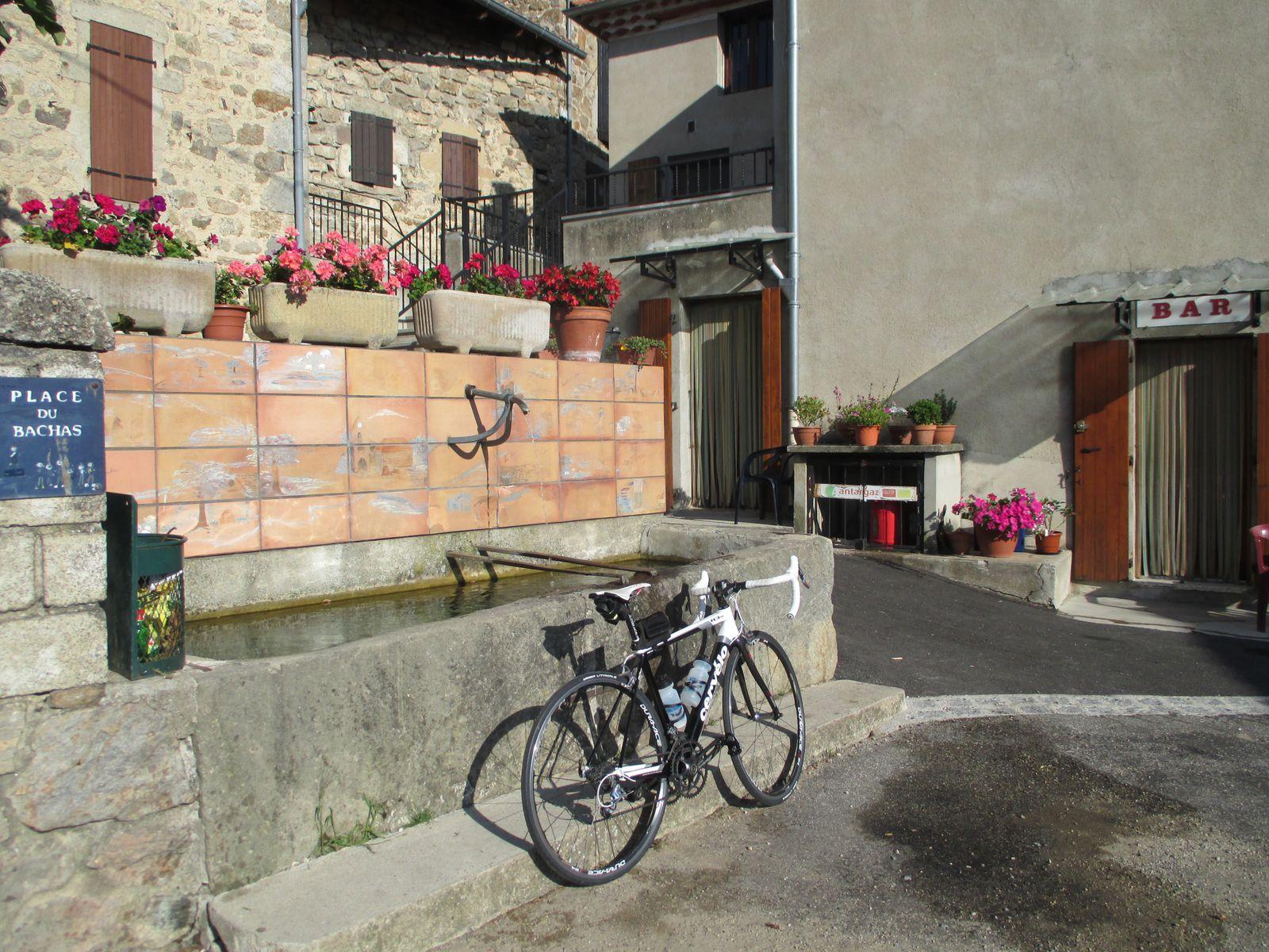 Remplissage d'un bidon à St Julien du Gua puis encore 3.5km avant le Col de la Fayolle