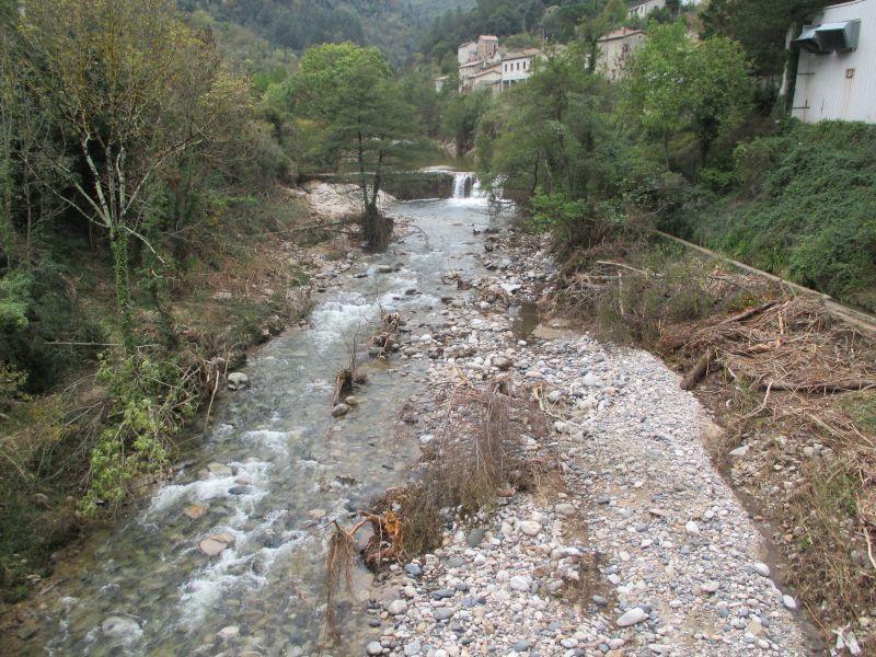 La vallée de l'Auzéne. Les traces des violents orages sont encore bien visibles.