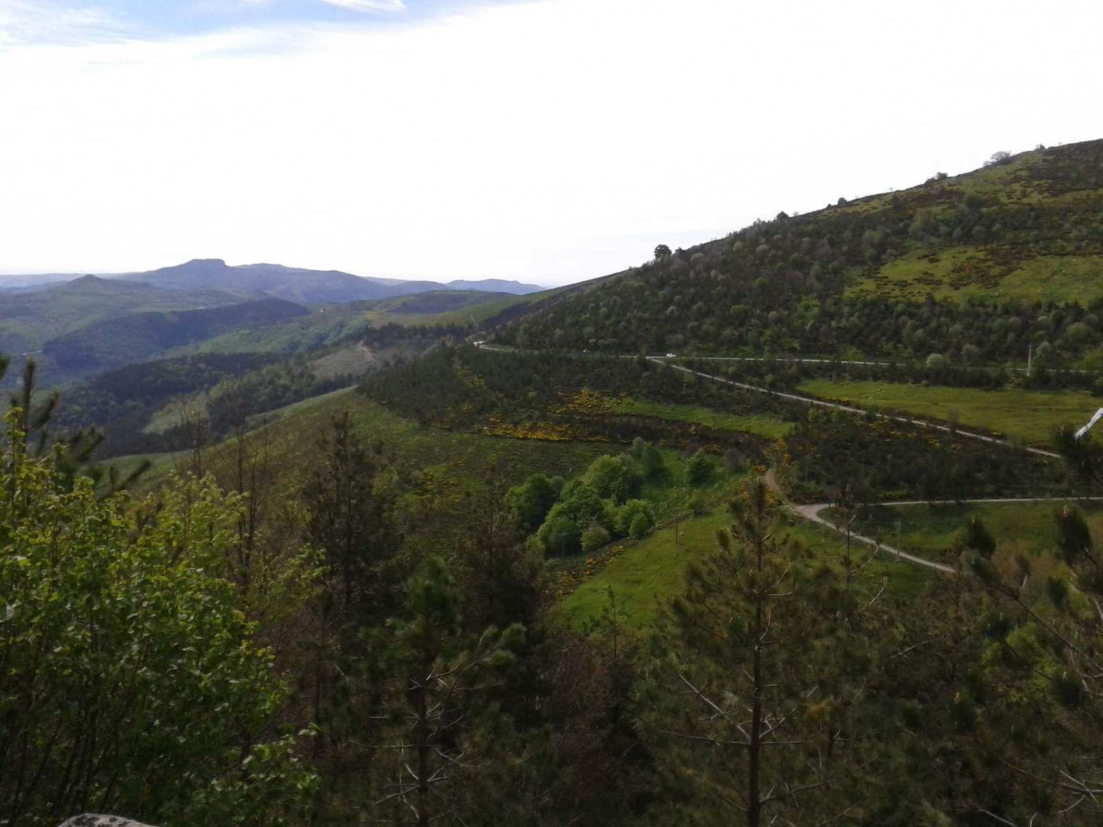 Une belle montée très roulante surtout par vent du Sud. Et lorsque c'est bien dégagé on voit le Gard avec le Mont Bouquet puis de l'autre coté les Alpes