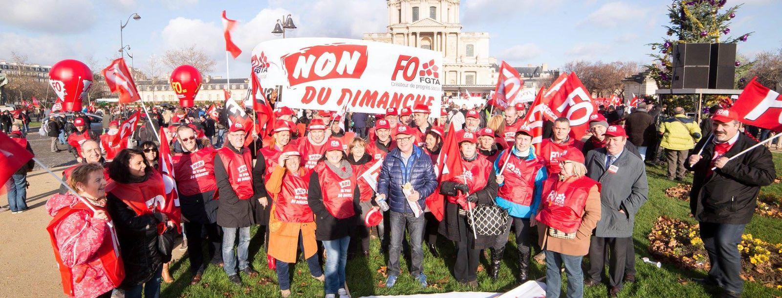 Landes : manifestation contre l'ouverture le dimanche du Carrefour de Tarnos