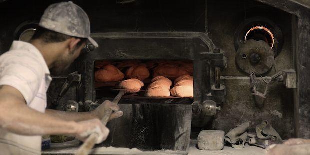 Le salaire d'un boulanger démarre à 23 000 euros brut par an en grande distribution.