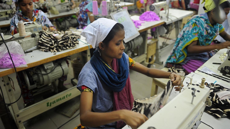 Les enfants des bidonvilles vont à l'usine plus souvent qu'à l'école, selon une étude de l'organisation Overseas Development Institute.