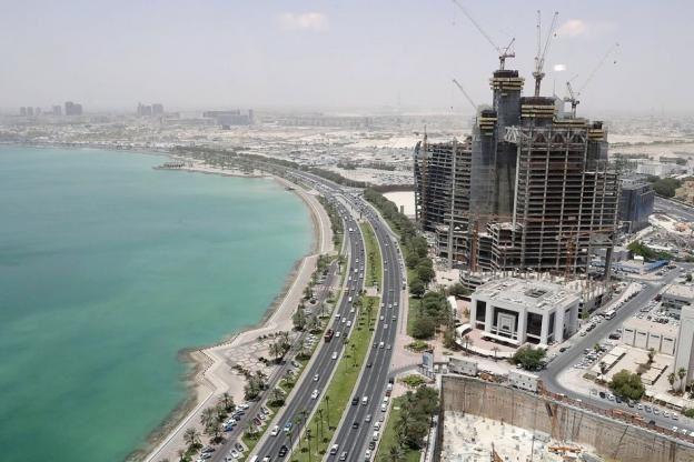 Travailleurs migrants : le Qatar s'engage à renforcer leurs droits