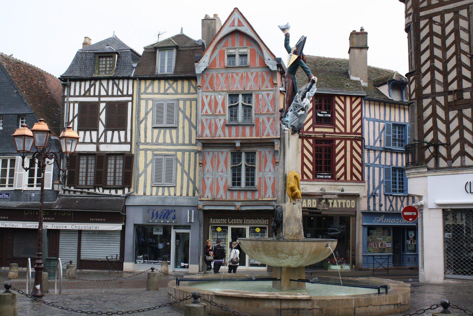 MARCHE ANTI-RACISME le samedi 30 Novembre 2013 - le rendez-vous est donné à 14h30, place Cadet Roussel à Auxerre et place de la République à Paris: Ce qu'il faut savoir... Réflexions..... Le film &quot&#x3B;LA MARCHE&quot&#x3B;
