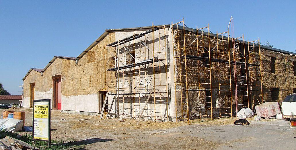 Maisons et bâtiments en paille... ça avance ! Des origines à nos jours !