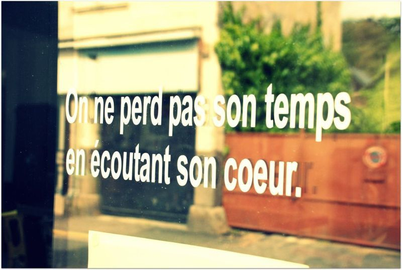 Vitrine décorée d'une maxime de Jules Mougin (http://123catherine.com/2011/10/12/jules-mougin-le-facteur-etoile/)