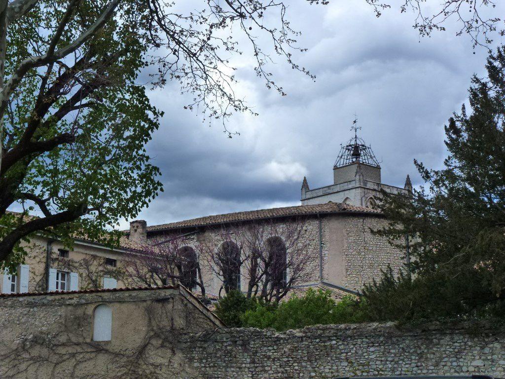 La cathédrale et l'arrière du Temple vus de la place de l'Évêché.