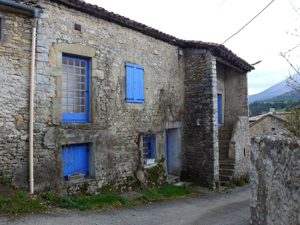 Un maison du village...