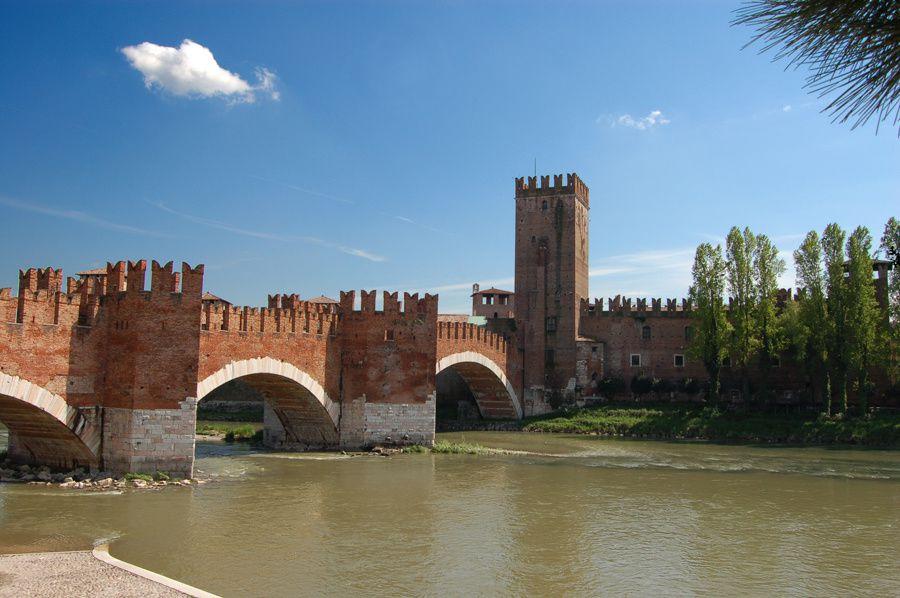 Ma photo et celle de wikipedia ! Vous voyez bien que le pont est rose...