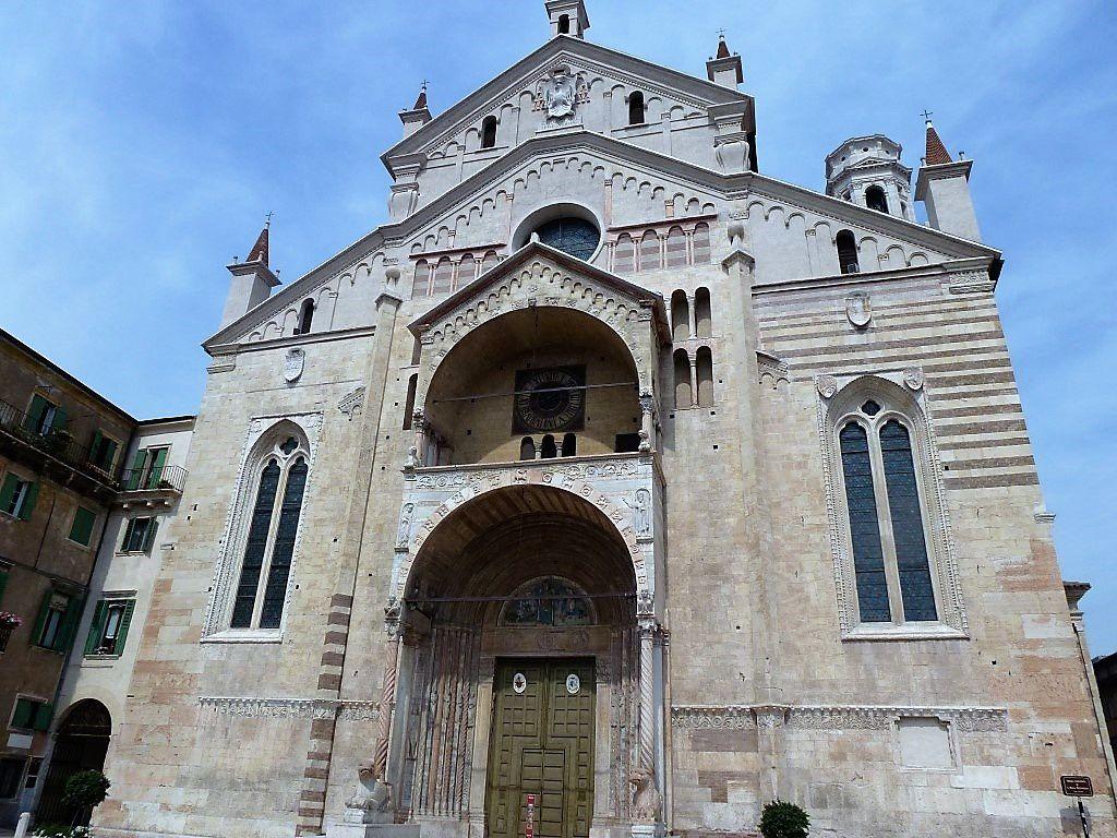 Entrée de la Cathédrale Santa Maria Matricolare ou Duomo