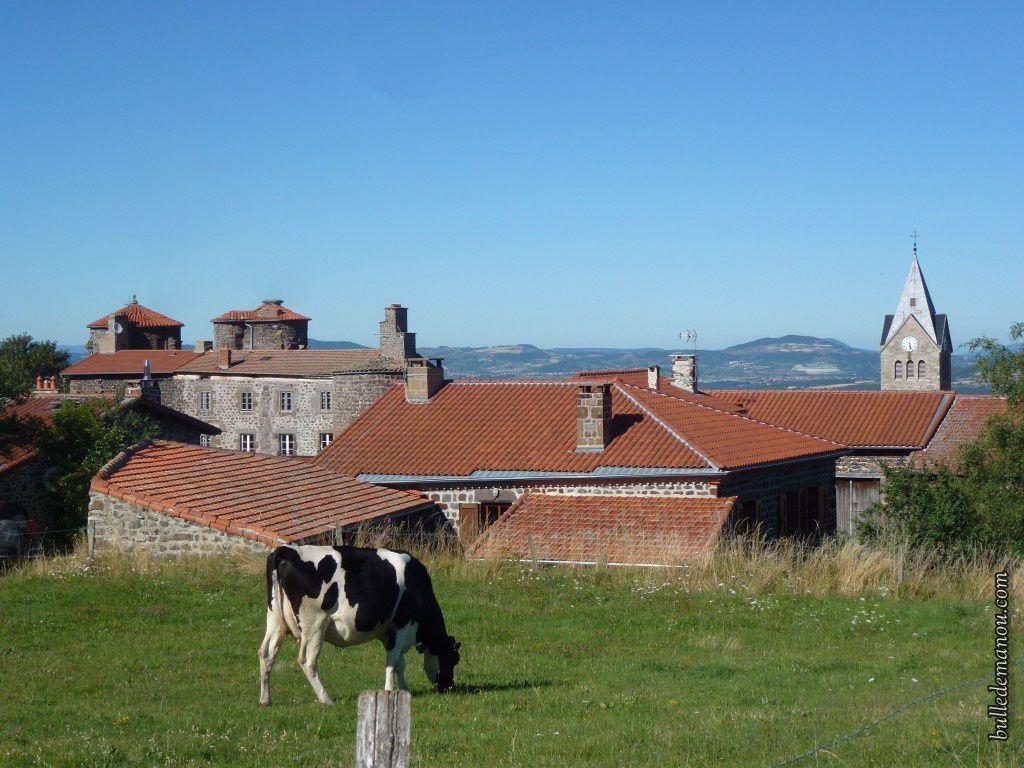 Vue générale du village de Vergezac (43)