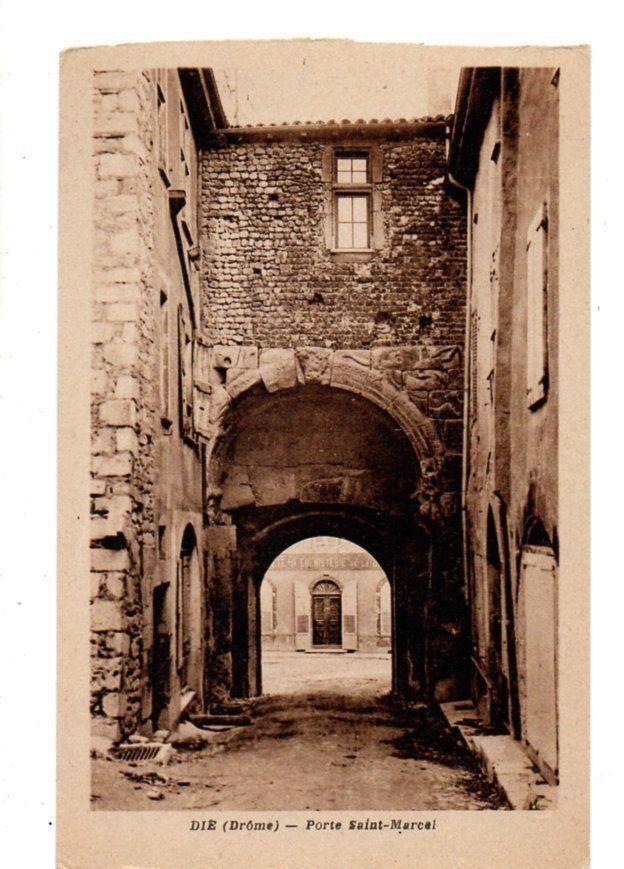 Vue du côté interne de la porte ancienne et actuelle