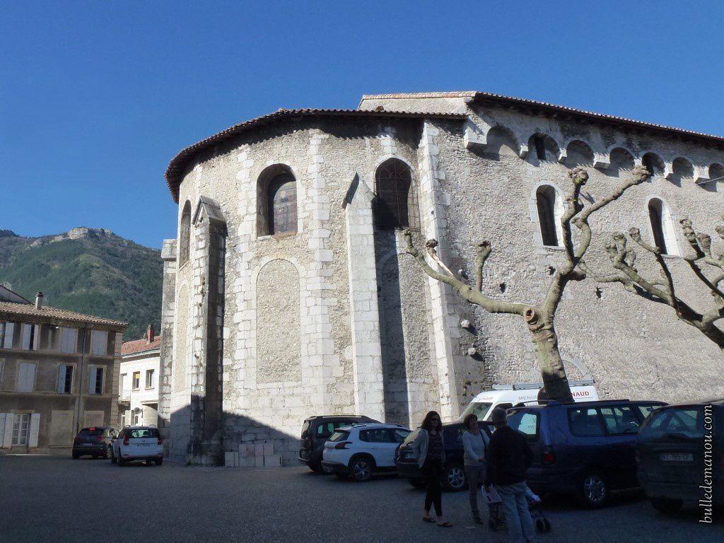 L'abside en 1887 et aujourd'hui