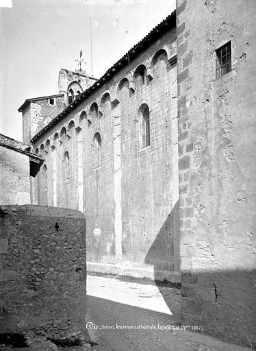 Le mur roman situé au sud en 1887 et aujourd'hui
